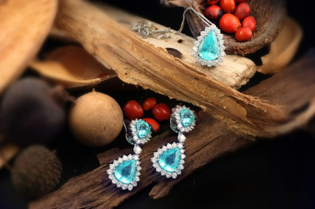 Jewelry with natural gemstones can be a source of negative ions